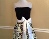 Black White & Light Lime Green Floral Strapless Gameday Dress w/ White Bow Sash - Medium