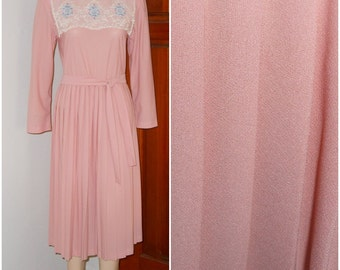 Vintage Cathy Sue Perma Pleated Dusty Pink Lace Collared Dress