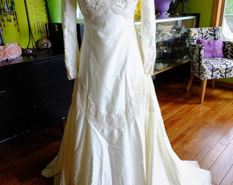 Vintage wedding dress satin lace appliqued 1970s does VICTORIAN steampunk traditional sleeves
