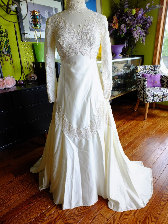 Vintage wedding dress satin lace appliqued 1970s does