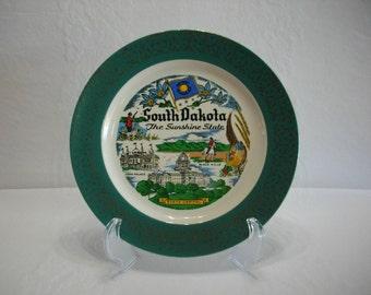 South Dakota The Sunshine State  / 1956 Homer Laughlin Vintage Green and Gold Transferware Plate / State Tourist Souvenir Transferware Plate