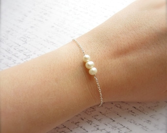 White Pearl Bracelet, Pearl Jewelry, Bridal Party Gift, Bridal Party Bracelet, Made in Sweden, Swedish Jewelry, Scandinavian Jewelry