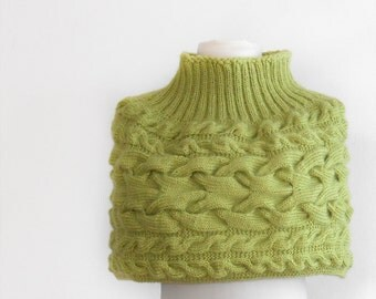 Hand knit capelet. Apple green capelet.  Green capelet knitted by hand. Woman fashion capelete. Romantic fashion capelet.