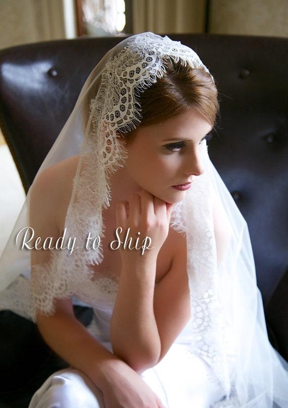 Light Ivory Lace Veil, Waltz Length Traditional Wedding Veil, Eyelash Lace Edge, Tulle Bridal Veil, Lace Mantilla Bridal veil, Ready to Ship