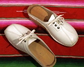 Women's Nailed Wooden Clogs White Leather Lace Up Mules size 37 Euro / 6 1/2 US Oxford Style Troentorps Swedish Clogs