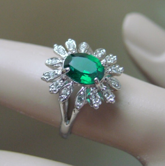 lovely vintage signed faux emerald cocktail ring white gold