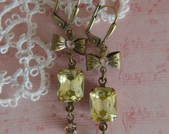 Jonquil vintage glass jewels with bow and crystals