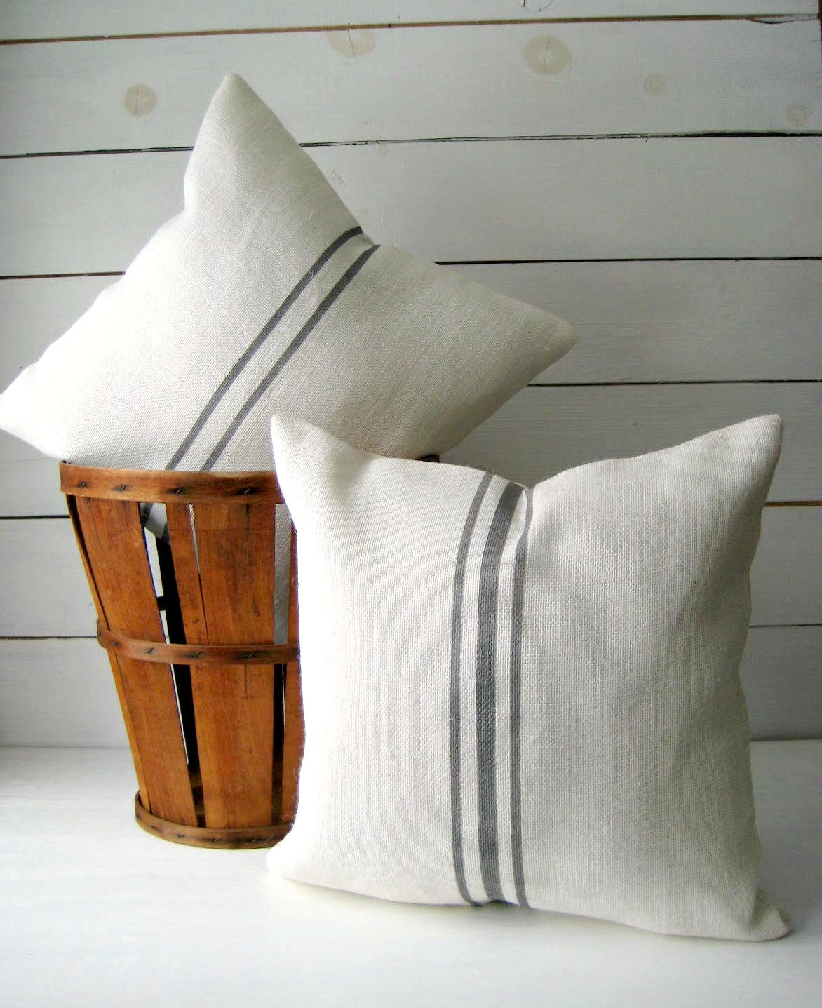 How To Make A Burlap Throw Pillow : Grainsack Throw /Burlap Pillow Cover /Cottage Chic Pillow/