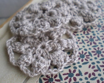 Linen sunflowers- antique natural linen color crochet flowers. cotton thread.  applique. fiber flowers. jewelry supply. Jettabugjewelry