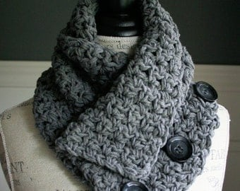GREY Versatile Scarf with 3 black buttons, crocheted