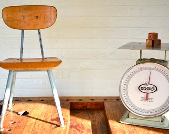 Vintage Metal Kitchen Scale Large Accu-Weigh
