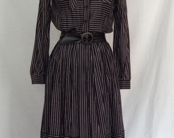 DRESS SALE 20% / 1960s Dress / Black & White Striped Secertary Daydress w Bow Collar and Belt / Buttons 'n Bows