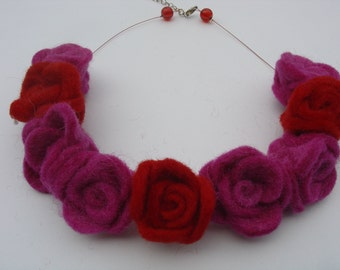Necklace Valentine Felt roses red and pink