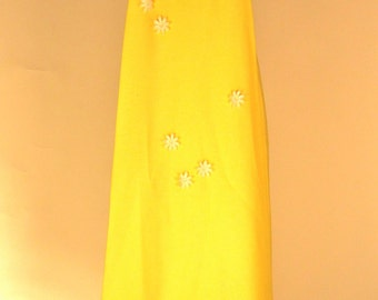 Vintage 1960's Pale Yellow Gown with Daisy and Net and Watteau Style Back Design Size S