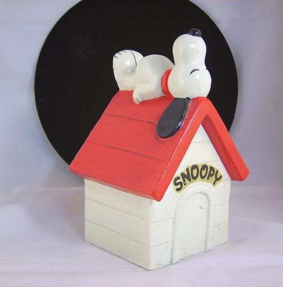 Vintage Peanuts 1970 Snoopy Dog Piggy Bank Doghouse Schulz