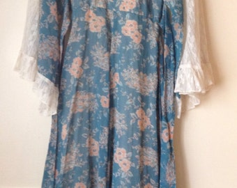 Beautiful angel sleeve Vintage Gunne Sax. Size 5.