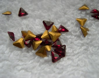 12 Vintage Swarovski crystals, Ruby, triangle cut, 4mm gold foiled item#141