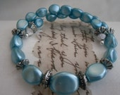 Bracelet.Vintage recrafted turquoise beads. memorywire bracelet