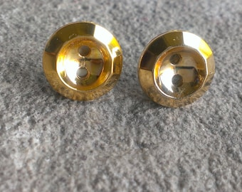Laila,  Knot top button earring
