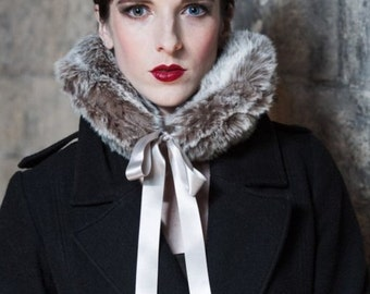 Faux Fur Round Collar in Soft Grey