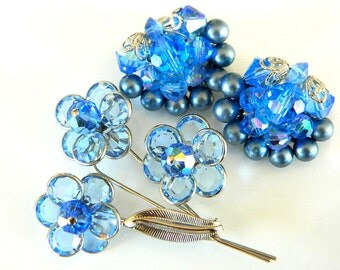 Blue Brooch And Earrings Set Vintage Glass Disc And Bead Flower   Collectible Jewelry Vibrant Blue Modern Art Deco