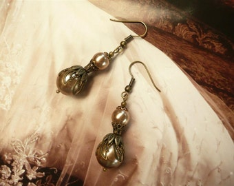 Chocolate Pearl Earrings Swarovski Drop Coffee Brass French Vintage Renaissance Dress Medieval Clothing drop Jewelry Jewellery MaChericomau