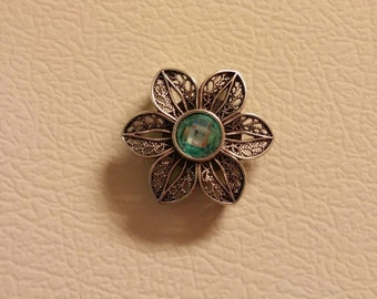 metal daisy with color gem magnet
