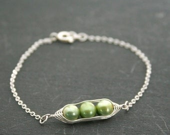 Peas in a pod bracelet //  with green freshwater pearls, , pea pod jewelry, gift for sister, or best friend // great gift for mom
