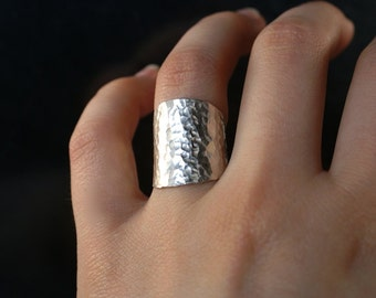 Small Rounded Shield ring in Sterling Silver, hammered silver ring, sterling silver band, hammered silver band, sterling silver ring