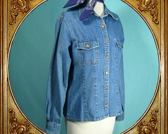 90s Gap denim fitted shirt/jacket. Soft and lightweight.