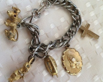 Vintage 1960s Era Charm Bracelet with 5 Charms