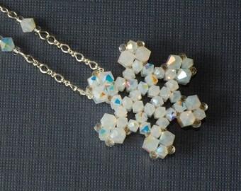 Beading Tutorial Video: Snowflake Pendant Necklace
