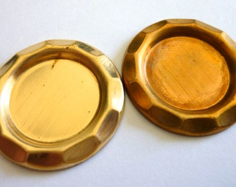 Clearance 2 Round 17 to 18mm Brass Settings C16