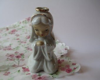 Vintage Ceramic Praying Nun in White and Gold