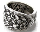 Spoon Ring, Size 6 Narcissus