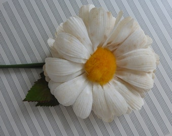 Vintage Fabric Daisy Corsage Pin