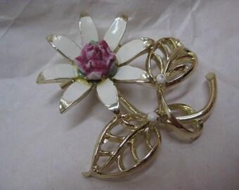 Flower White Pink Gold Brooch Vintage Pin