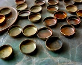 18 5mm / 12 8mm Old Brass Round Vintage Sawtooth Edge Low Wall Closed Back Cabochon Bezel Settings Natural Raw Patina Jewelry Findings 11JK