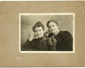 Victorian Sisters Antique Cabinet Card Photo Lovely Ladies Vintage Photograph