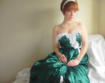 Tea Length Green Fairy / Emerald Green Vintage Dress