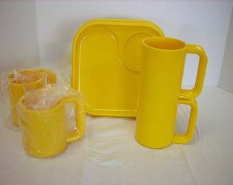 Ingrid Boxed Mug and Plate Snax Set Yellow Chicago Picnic Vintage Modern Plastic