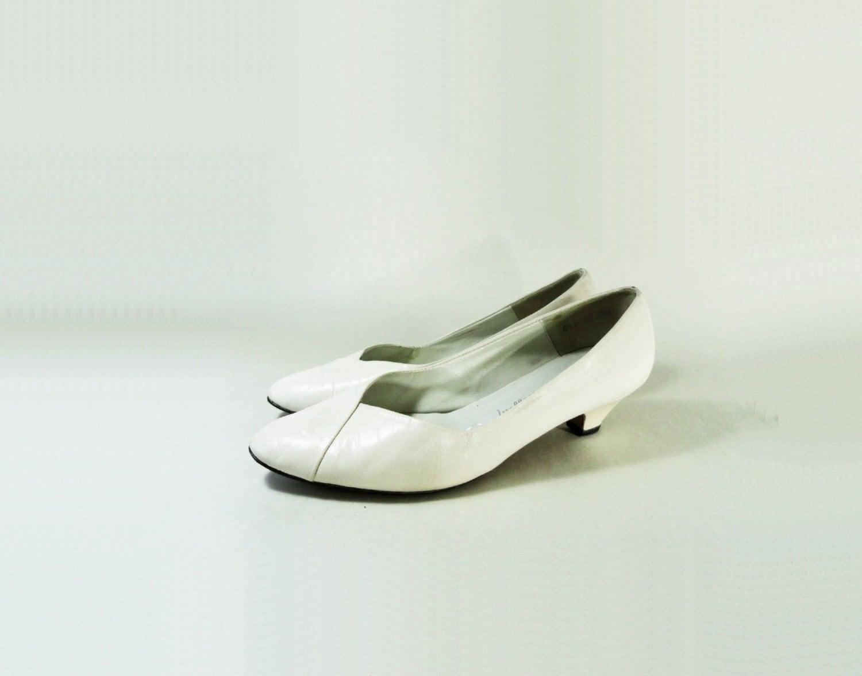 80s white vintage low heel size 8 white low heel
