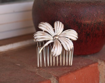 H22 Vintage Upcycled Leaf White Washed Enamel Flower TRIFARI Hair Comb