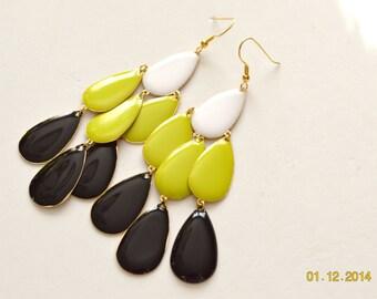 SALE Black Yellow and White Teardrop Goldtone Dangle EArrings