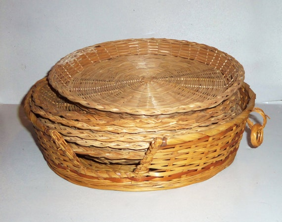 vintage wicker paper plate holders w caddy basket lot of 5. Black Bedroom Furniture Sets. Home Design Ideas
