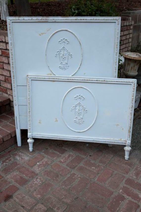 antik shabby chic stil twin bett kopfteil von shabbychicfairytale. Black Bedroom Furniture Sets. Home Design Ideas