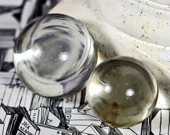 GORGEOUS solid glass bubble...  home decor...  collectibles...      t13   Laf