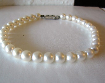 Vintage  white pearl bracelet with silver nouveau style flower clasp