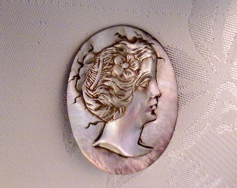Vintage Estate Carved Abalone Shell Cameo Brooch