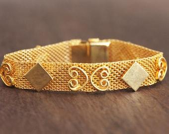 Diamond Patterned Mesh Bracelet